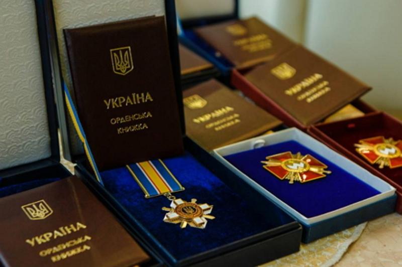 Президент нагородив вояків посмертно