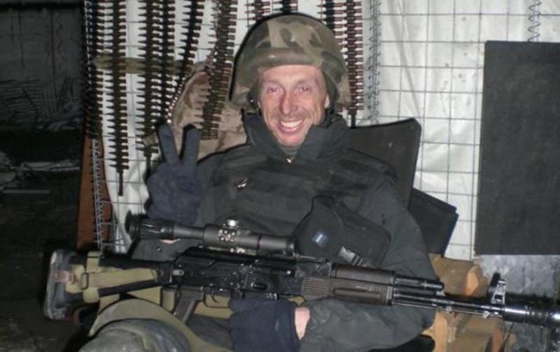Під час одного з боїв він викликав вогонь артилерії на себе, прикривши відхід підрозділу