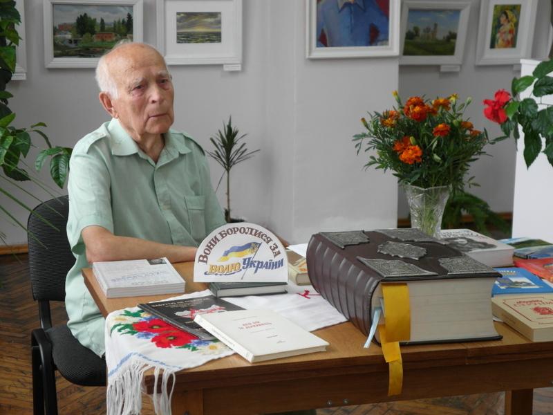 Асафат Дністрян презентував виставку робіт «Розбудовники Української держави».