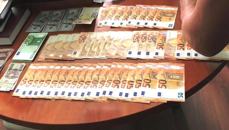 В кабінеті начальника Головного управління виявлено та вилучено понад 32 тисячі євро