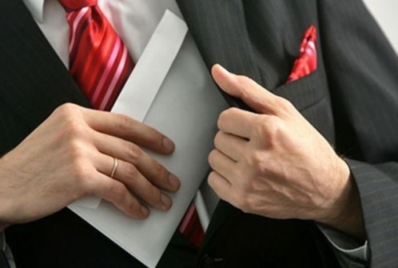 Посадовців звинувачують в одержанні неправомірної вигоди