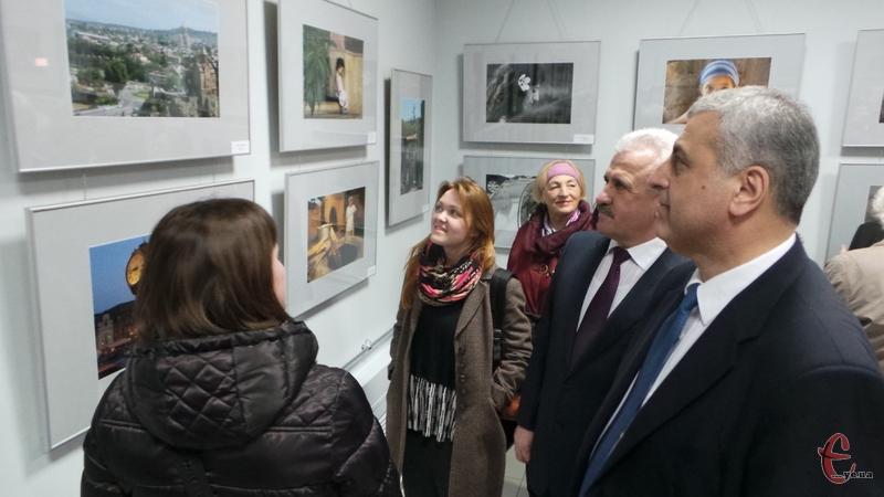 Пан Міхеїл Уклеба каже, виставка про те, якою Грузію побачили українці