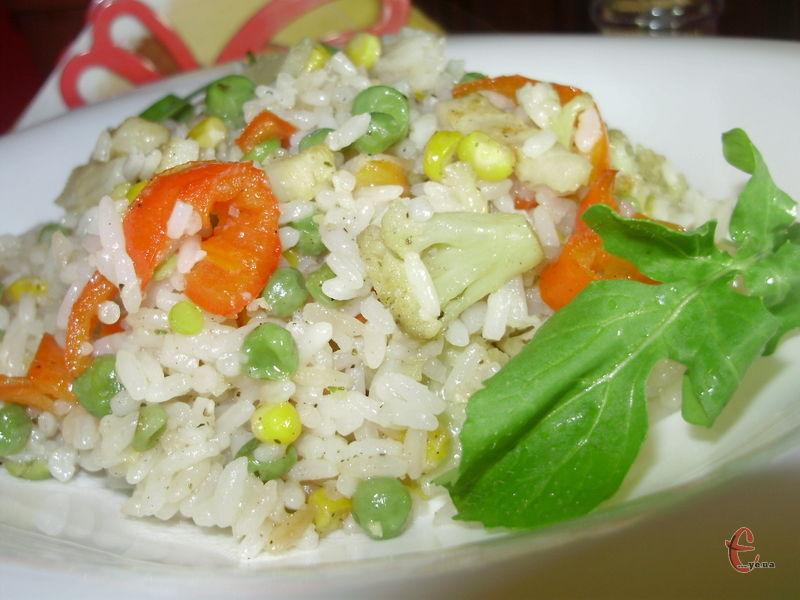 Просто неймовірна страва з рису та овочів, яку мої домашні полюбляють навіть більше, ніж плов та рис по-тайськи.