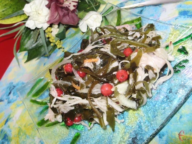 Корисний, смачний і дуже простий рецепт салату для посту і не тільки.