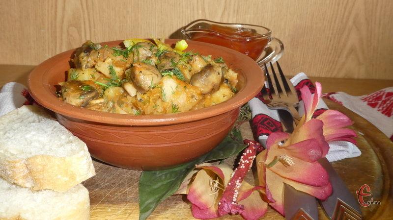 Така картопелька легка, корисна, готується на «раз-два» і чудово урізноманітнить пісне меню.