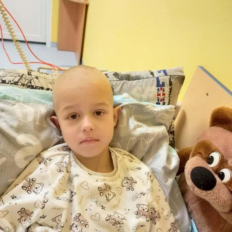 Зараз Артем проходить третю хіміотерапію в Хмельницькій дитячій лікарні