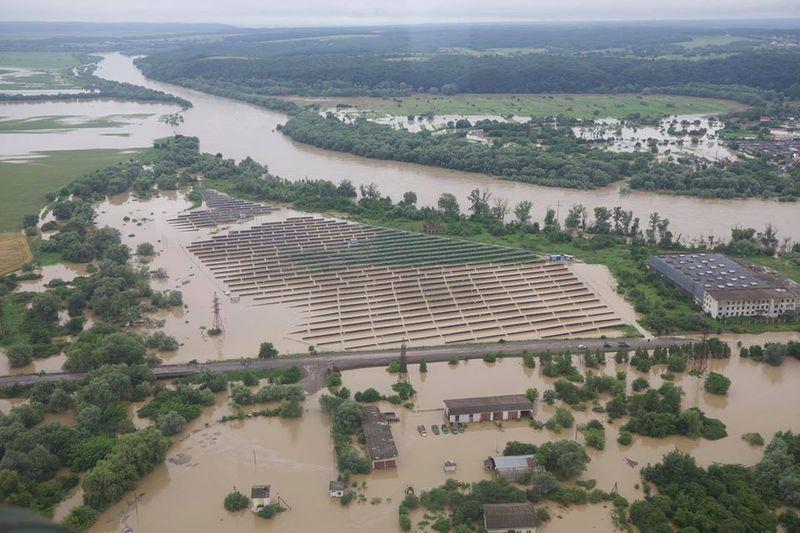 Затоплена сонячна електростанція у селі Тустань Івано-Франківської області, 24 червня