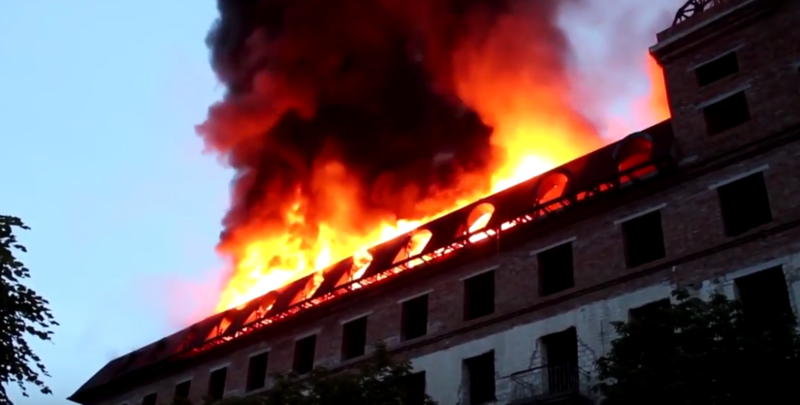 Що стало причиною пожежі будівлі в центрі Кам'янця-Подільського, поки остаточно невідомо