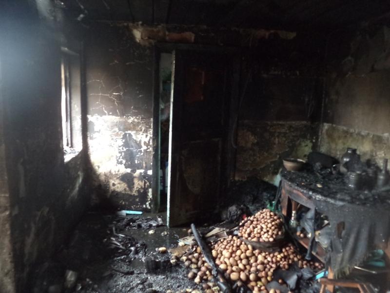 Внаслідок пожежі вогнем знищено та пошкоджено речі домашнього вжитку.