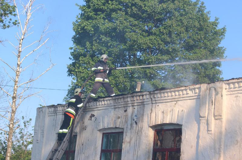 Пожежа знищила покриття школи