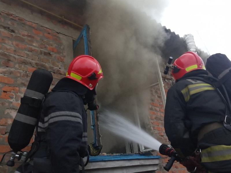 Жінку, яка зазнала травм під час пожежі на Шепетівщині, передали медикам