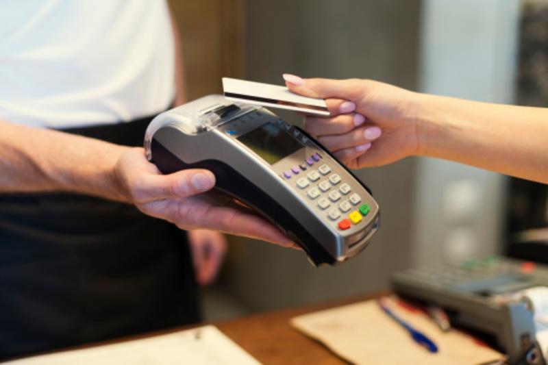 Хмельницькою місцевою прокуратурою до суду направлено обвинувальний акт відносно працівниці банку, яка заволоділа коштами клієнтів