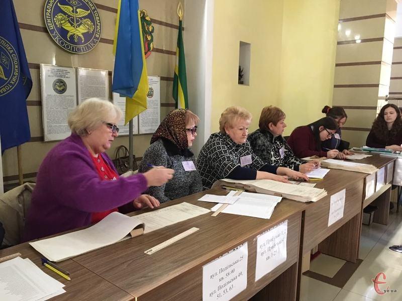 У Хмельницькому 31 березня не всі хмельничани змогли проголосувати, оскільки їх не було у списках виборців. Тепер вони можуть внести зміни до 15 квітня, щоб проголосувати 21 квітня