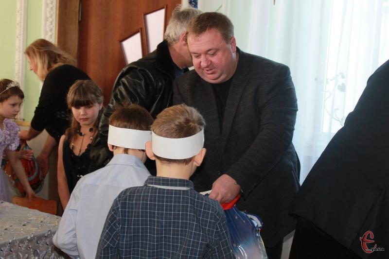 Сергій Нагорний вручив подарунки дітям