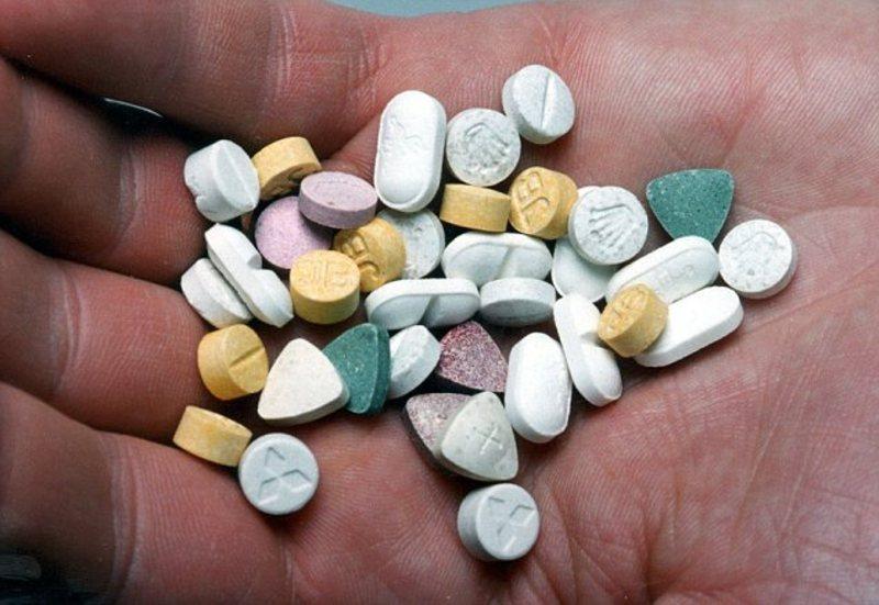 Якщо поліцейського визнають винним у наркоторгівлі, то йому загрожує від 9 років позбавлення волі
