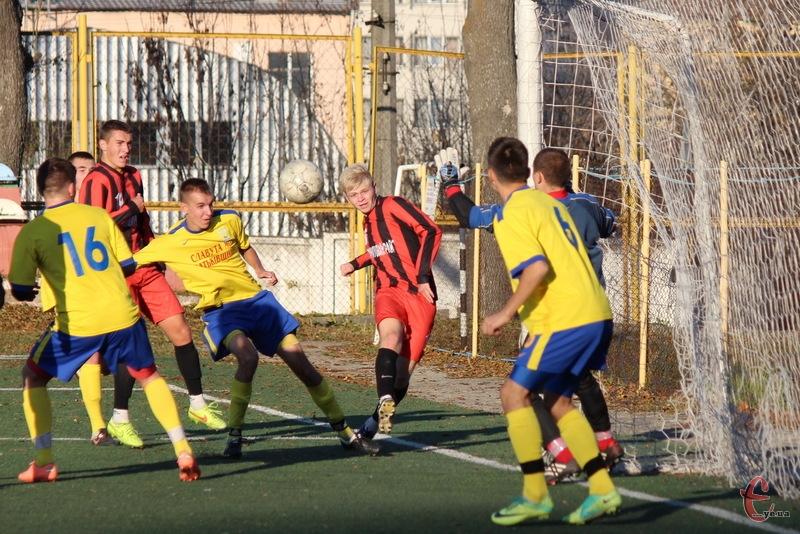 Найрезультативніш матчі туру відбулися в Хмельницькому. Спочатку в ворота білогірської команди влетіли 5 голів, а потім і в воротах МФК Славута