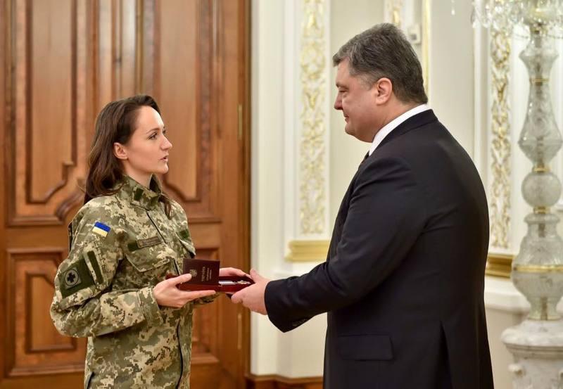 Ольга Омельчук отримала орден з рук Президента України Петра Порошенка