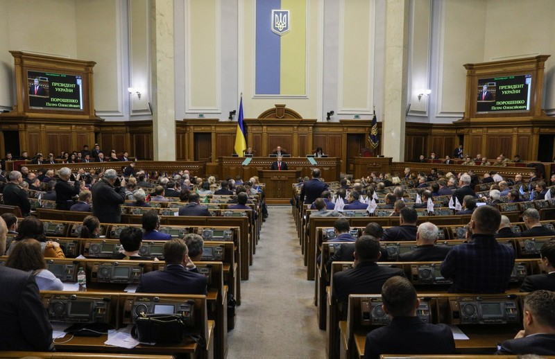 Верховна Рада проголосувала за введення воєнного стану в 10 областях