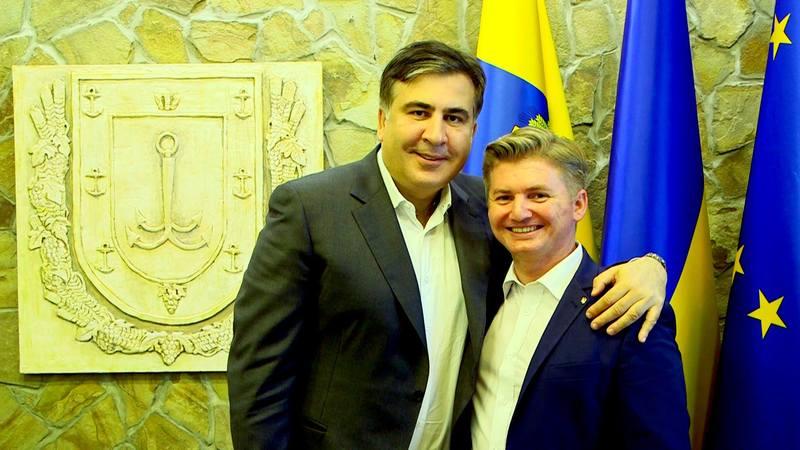 Олесь Вітряний (праворуч) каже, що радився з Саакашвілі перед тим, як написати заяву на звільнення з посаду голови Балтської РДА