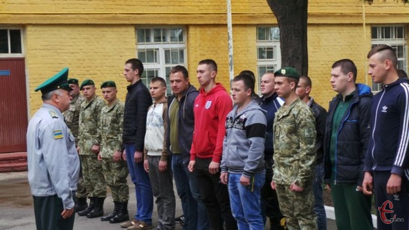 25 призовників з обласного військкомату прибули до академії