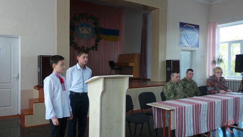Школярі підготували виступи для військових