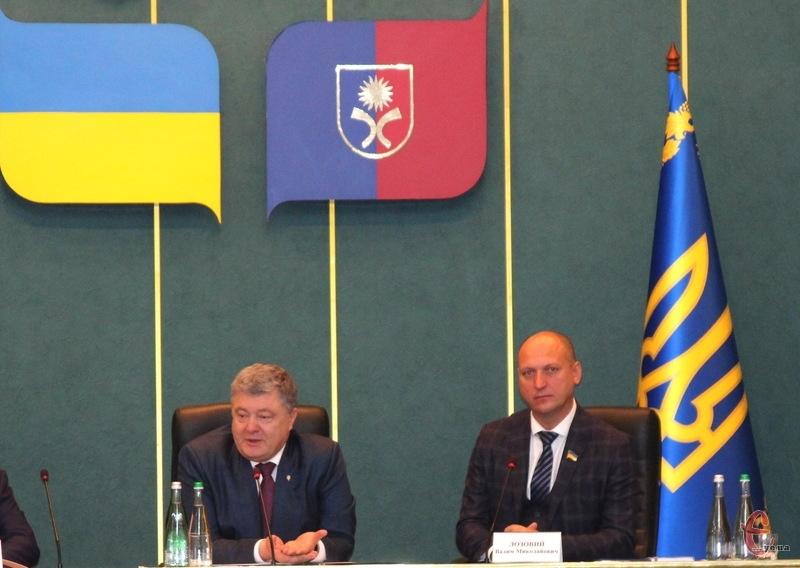 Є думка, що Петро Порошенко сподівається, що Вадим Лозовий допоможе йому на Хмельниччині з проведенням передвиборчої кампанії