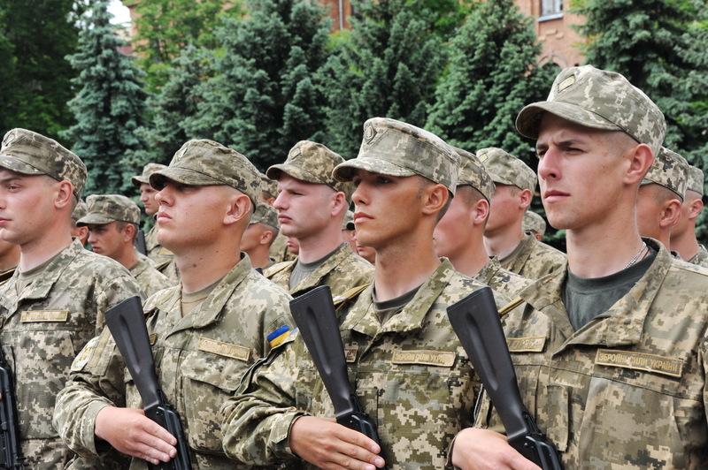 В обласному військкоматі кажуть, що мають призвати 750 юнаків