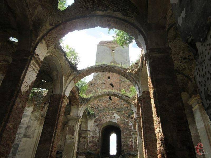 В часи Другої світової війни при храмі діяла парафія Української Автокефальної Православної Церкви і храм тоді називали собором святого Володимира