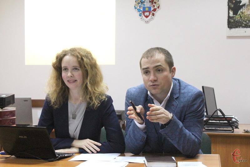 За словами Мирослави Гарієвської (ліворуч), у регламентах майже усіх місцевих рад області відсутнє питання щодо вирішення конфлікту інтересів