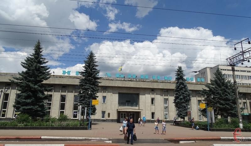 Влітку через Хмельницький запустили 8 додаткових потягів у туристичні напрямки