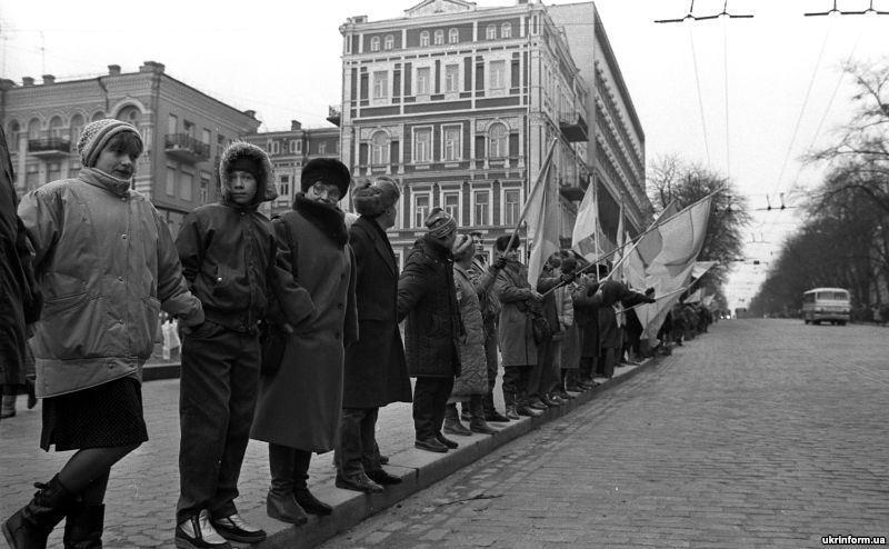 21 січня 1990 року від Львова аж до Києва люди утворили живий ланцюг