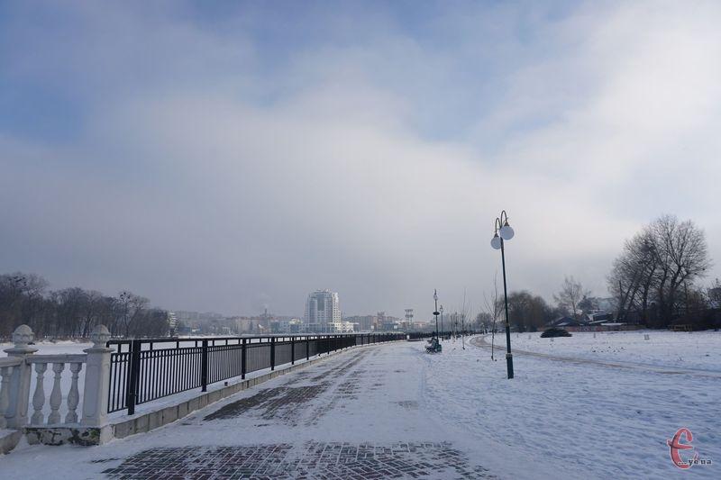 Дрібний сніг очікується у першій половині дня, а потім, з невеликою перервою, і у вечері