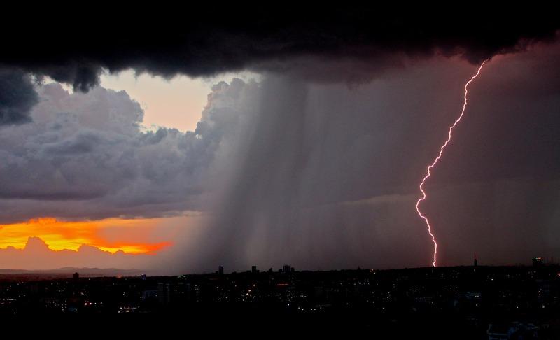 Синоптики прогнозують, що завтра вранці буде переважно без опадів, а у другій половині дня розпочнуться грози