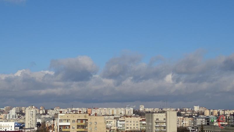 За прогнозами синоптиків, завтра буде мінлива хмарність