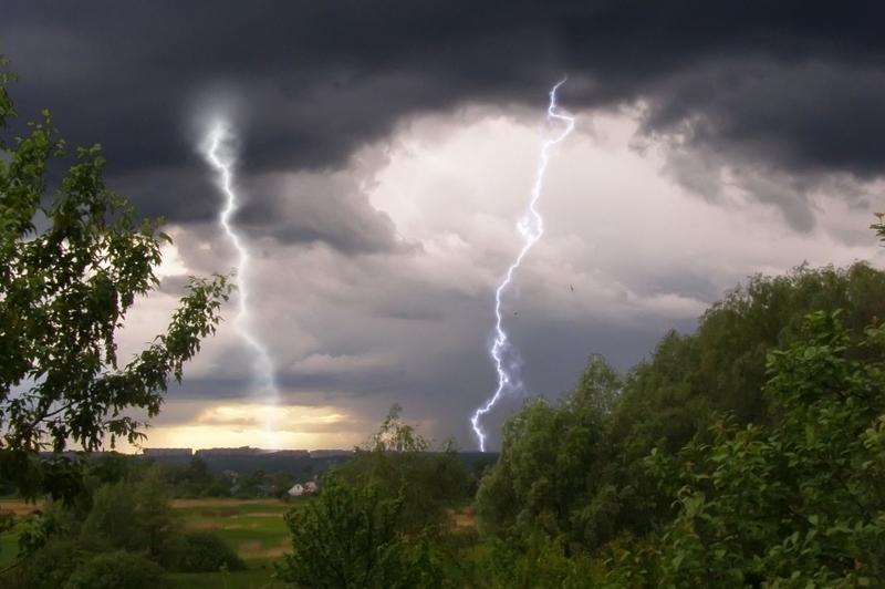 Сьогодні, за прогнозами синоптиків, на Хмельниччині може бути гроза та дощ