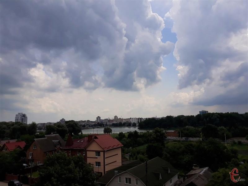 Погода цього тижня на Хмельниччині буде схожою на мікс дощів та спеки. Фото: автора