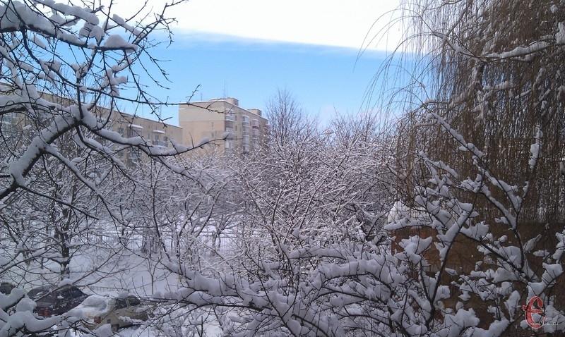 Найближчої ночі в Україні очікується невеликий мороз - дороги та тротуари будуть слизькими