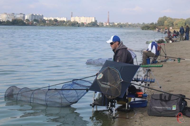 Впродовж трьох днів любителі риболовлі змагалися між собою на березі Південного Бугу