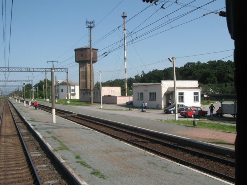 Інцидент стався на залізничній станції Кривин у Славутському районі. Касир не змогла роздрукувати кільком пасажирам квитки, замовлені через інтернет
