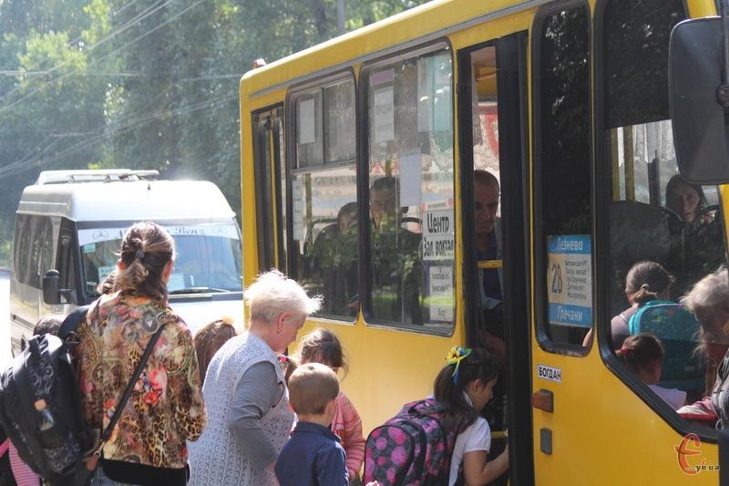 Лише два дні в Хмельницькому в маршрутці можна було проїхати за 3 гривні, а потім, після ухвали суду, тариф повернули на попередню вартість - 3,5 гривні