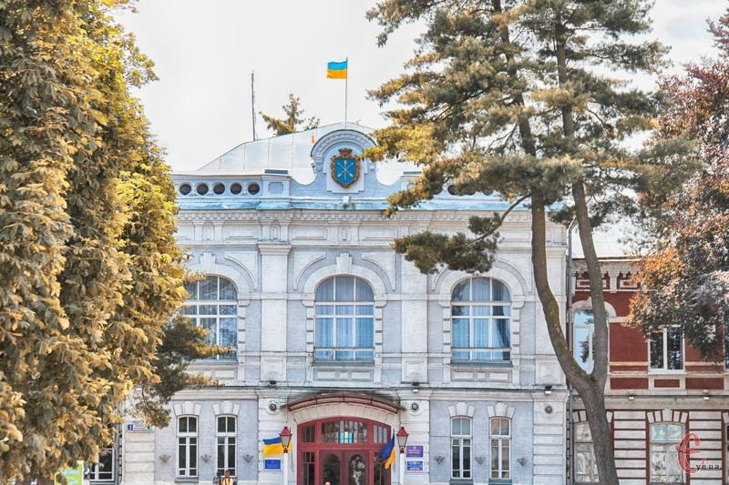 Хмельницька міська рада на своєму черговому засіданні має розглянути більше 70 питань