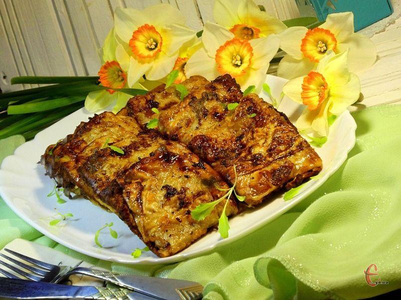 псевдочебуреки чудово смакують із будь-яким соусом, їх можна подавати з картопляним пюре, адже «тісто» дуже тоненьке й тому гарнір навіть дуже доречний.