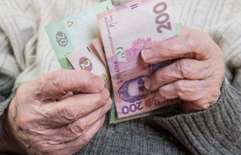 Шахрайки винесли із будинку бабусі гроші та коштовності