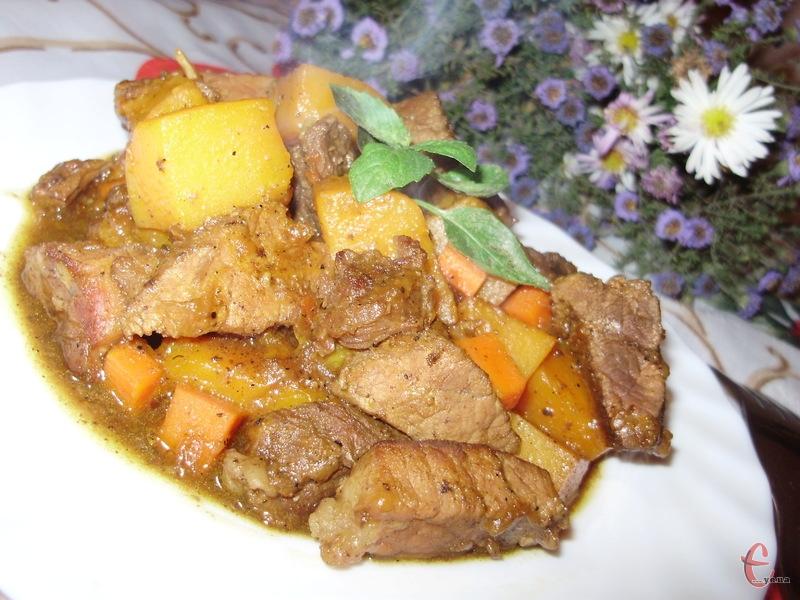 М'ясо можна використовувати будь-яке, навіть саме жорстке. Приготоване у такий спосіб, воно стане дуже ніжним і соковитим.
