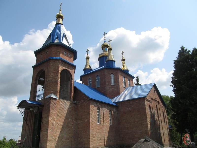 Селяни стали свідками знамення, коли закладали  перший камінь під  фундамент нової церкви