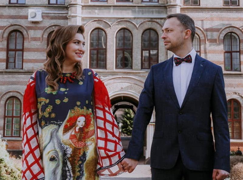 Завдяки експериментальному формату свого весілля, пара закоханих за кілька днів стала відомою в Україні