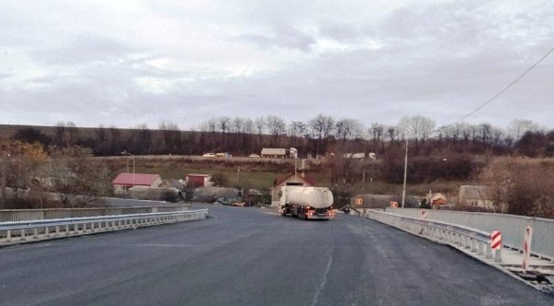 В результаті проведення капітального ремонту, ширина мосту становить 16 метрів
