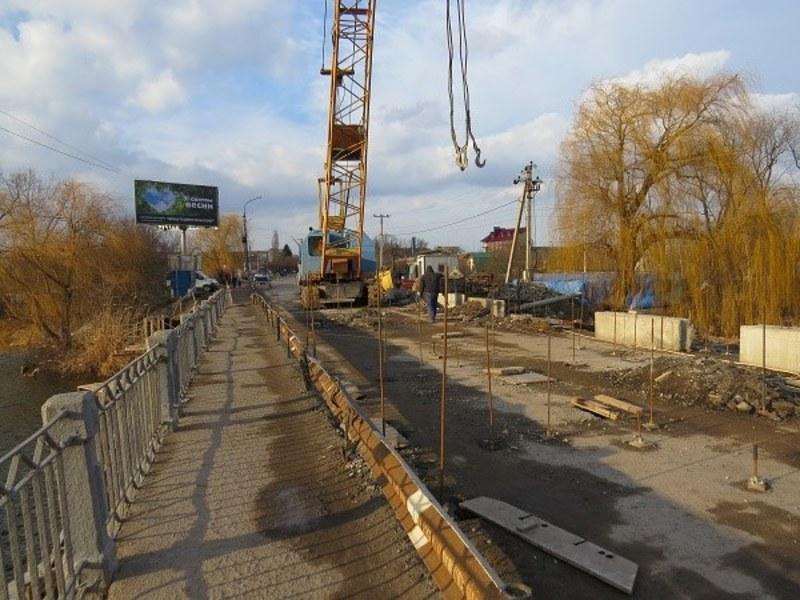 Міст ремонтують з осені минулого року