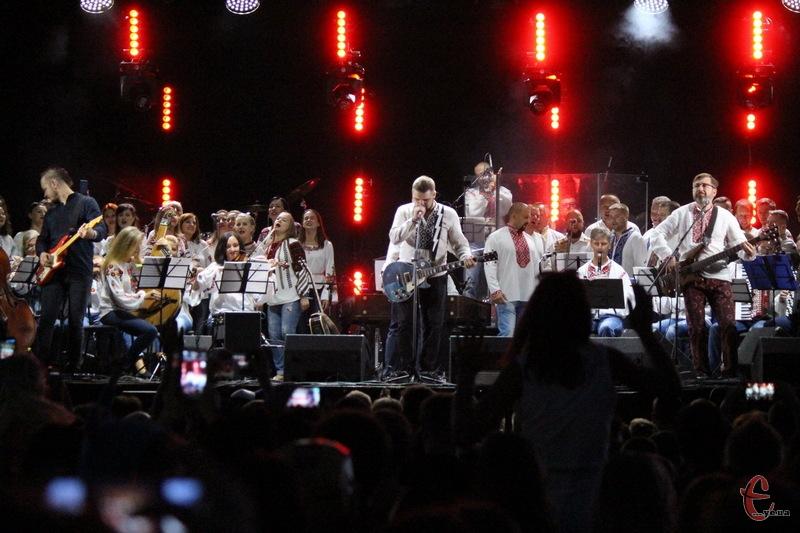 У перший день Республіка здивувала спільним виступом хмельницьких гуртів Мотор'ролла та Козаки Поділля