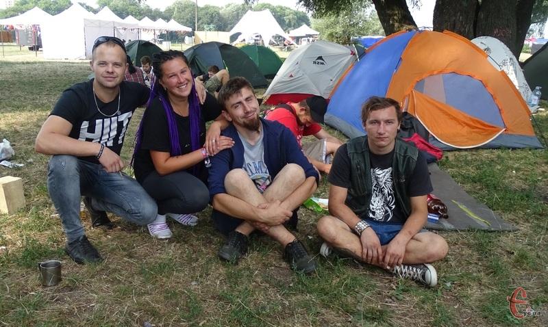 Жителі наметового містечка кажуть, що атмосфера на фестивалі кайфова